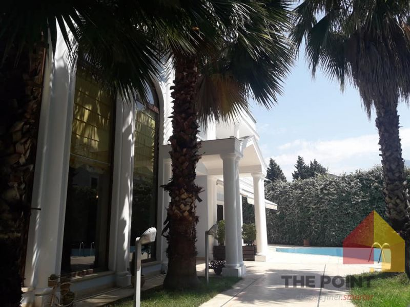 Special Villa 4 storey with Pool for Rent near Medrese