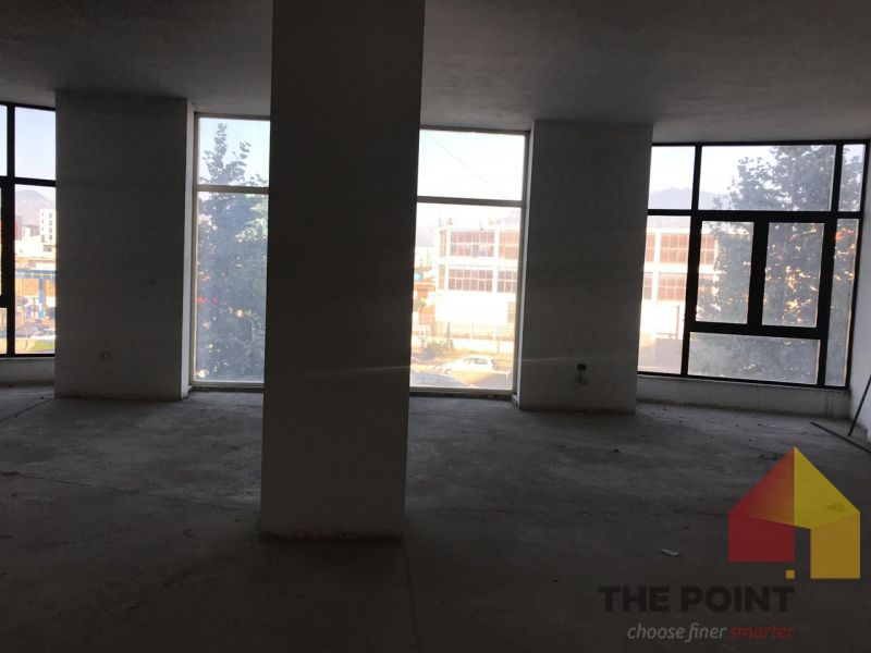 Store for rent at Astiri