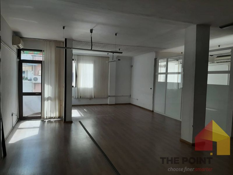 Commercial space for rent in Bllok